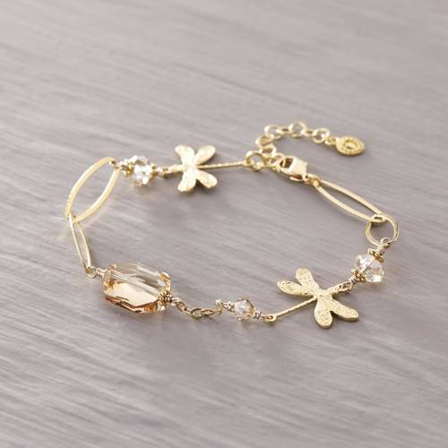 Let this dragonfly fly on your wrist...